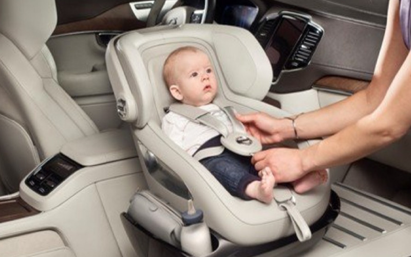 inchirierea unei masini cu un scaun: clientul trebuie sa-l asambleze